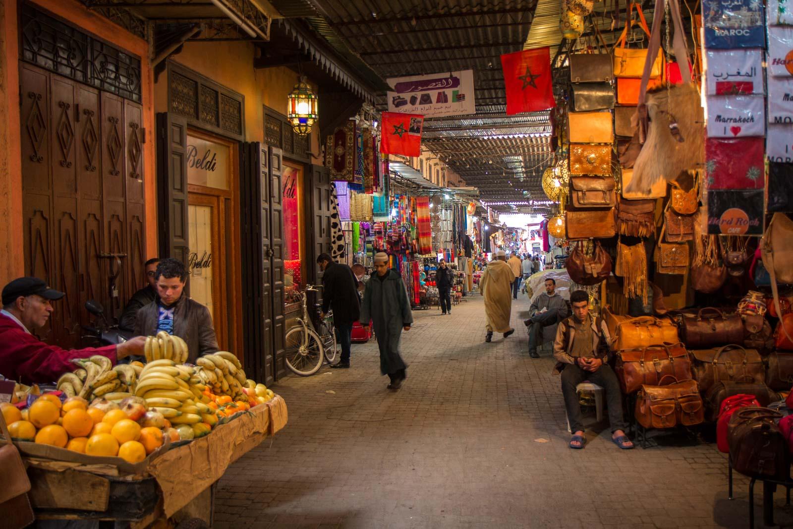 Os souks de Marrakech, em Marrocos.