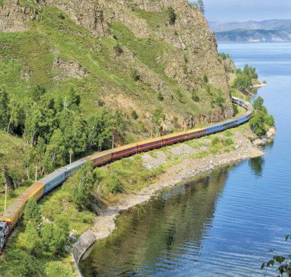 Trem Transiberiano nas Margens do Baikal