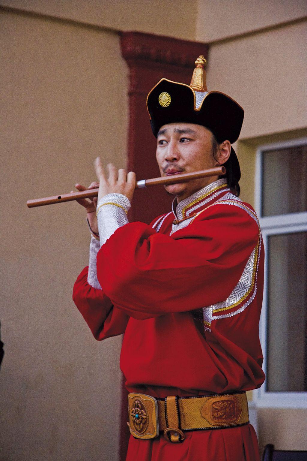 Músico Mongol durante Excursão na Transiberiana