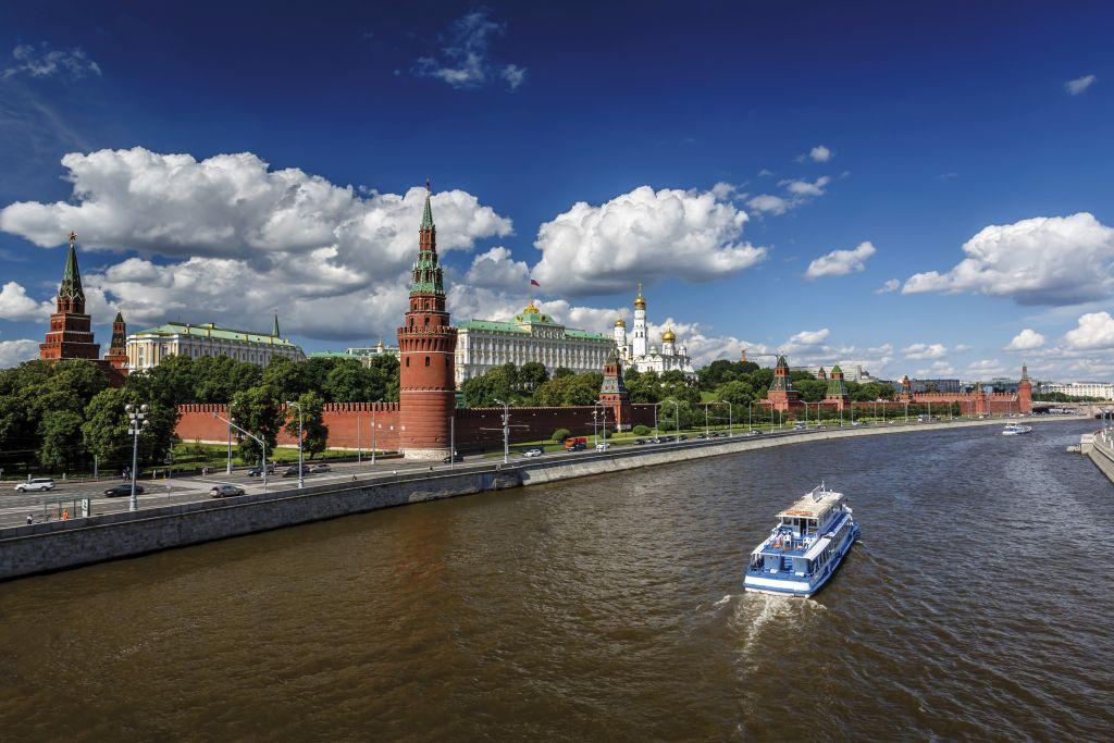 Rio ao lado do Kremlin de Moscou, Capital Transiberiana