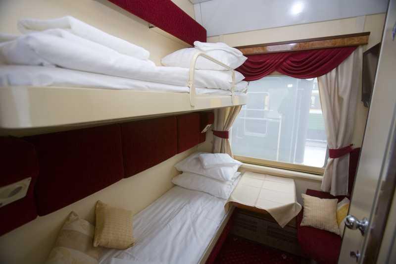 Interior da Cabine First Class Plus no Expresso Transiberiano Imperial Russia