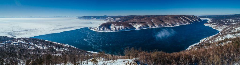 Lago Baikal durante o Inverno